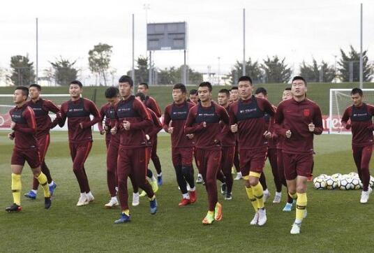国足U25集训队西班牙惨败!外国球迷:多大能到成年国家队 -