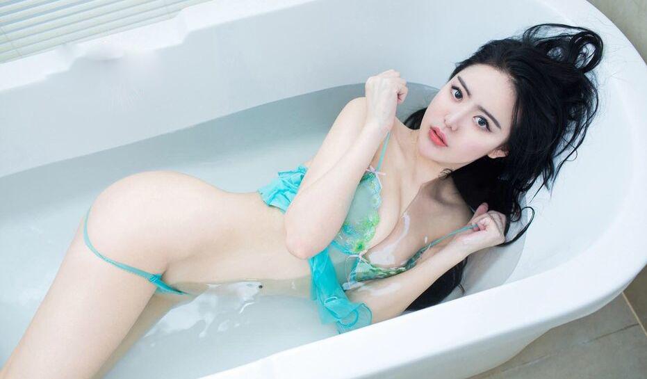 美少女人体祼体艺术照_美女大尺度人体艺术写真 酥胸和蜜桃臀迷人   美女大尺度人体艺术