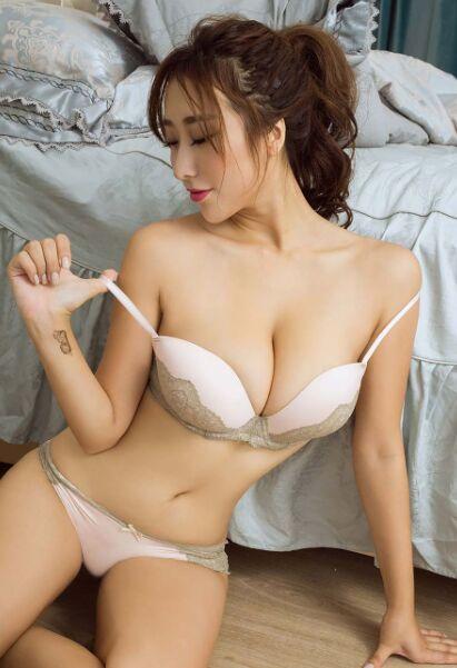 美少女人体祼体艺术照_童颜巨乳美女大胆人体艺术写真大秀深沟