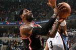 NBA视频集锦:10日10佳球 詹姆斯飞身霸气背扣