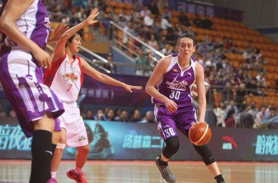 广博防不住WNBA状元秀 斯图尔特展惊人实力