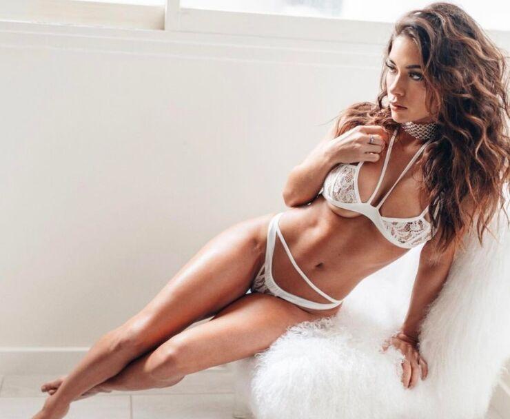 阿瑞安妮-赛莱斯特UFC最性感举牌女郎火辣私照