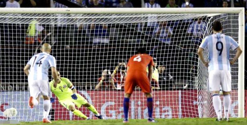 阿根廷凭借着梅西的点球1-0击败智利