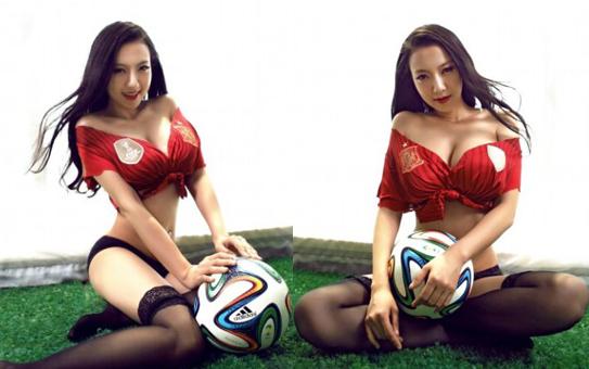 足球宝贝性感巨乳写真 秀S曲线